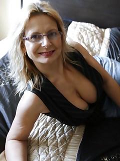 Bedfordshire Blonde british breasts